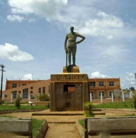Nanga Eboko. La Poste