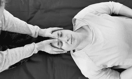 Heil Raum Reinfeld Stefanie Anna Kremser Urkraftwunder Yoga Coaching Sound Healing Visionärin Yogalehrerin Coach Körper Geist Seele Meditation Kurse Workshops Onlinekurs Retreats Circles ThaiYoga
