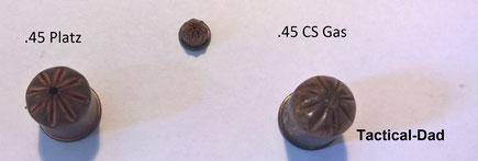 Wie bei diesen .45 Kartuschen ist die Gas- Pfeffermunition mit Faltverschluss oft an einem kleinen Wachstropfen von den Knallpatronen zu unterscheiden.
