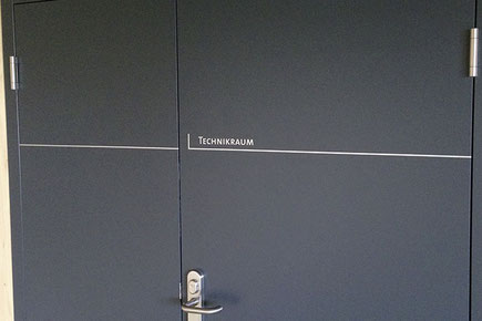 daniela dick dickesdesign aarberg beschriftung türen feuerwehr lyss