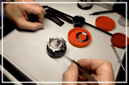 Uhren Reparaturservice zertifizierten Uhrmacher Pflege Wartung Revision Armbänder Aufarbeitung Gravuren Individualisierungen Batterieservice Dichtigkeitsprüfung Sandstrahlarbeiten