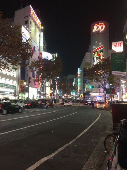 本日は渋谷からスタート! まずは道玄坂を登っていきます。