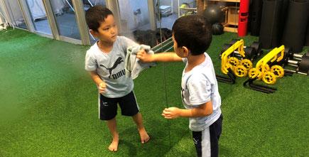 掃除の時間 | 大阪で一番楽しい子供英会話と体操教室 | 天満橋(南森町)、新大阪、古川橋(門真)の幼児、子供の英語教室とフィットネスジム