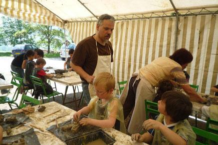 Atelier modelage dans le cadre du Festival du Livre Perché à Mostuéjouls (12)