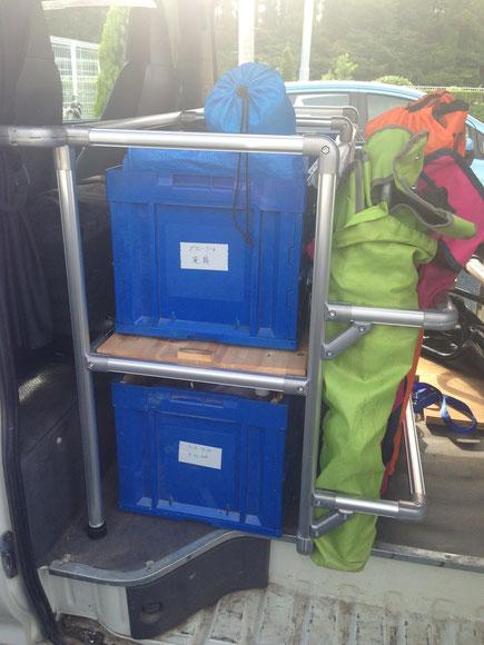 ▲ハイエース(100系)にトランポプロでオフロードバイク用の棚を作りました。