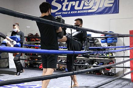 水曜19:30~20:30はキックボクシング初心者クラス