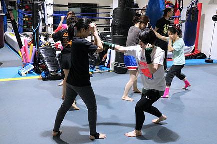 毎週水曜20:00~21:00はキックボクシング初心者クラスを開催中!