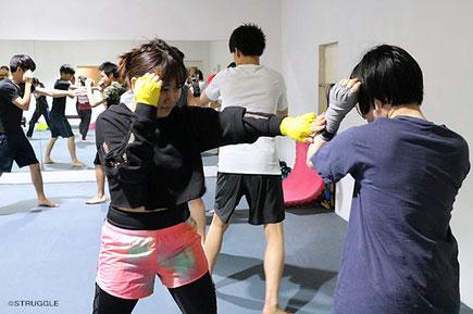 ▲キックボクシングを基本の構えから丁寧にお教えします