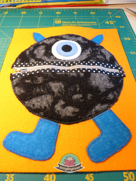 Quiet book Monsterbuch Spielbuch Stoffbuch Activity Buch Softbook Reisespielzeug Nähanleitung Schablonen kostenlos ein Spielbuch nähen Feinmotorik Kleinkind Fingerfertigkeit Verschlüsse lernen