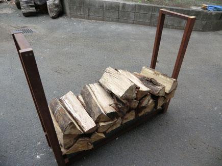ウリン材の薪棚