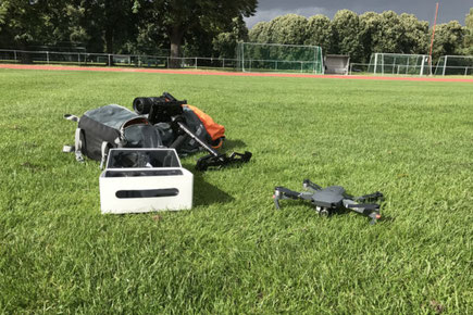 Drohne beim Fußballdart