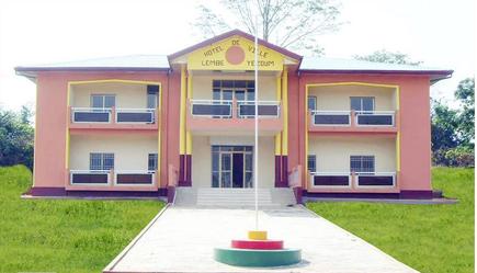 Hotel de ville Lembe Yezoum inauguré en 2013