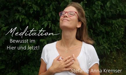 Meditation bewusst im Hier und Jetzt Stefanie Anna Kremser Urkraftwunder Yoga Coaching Sound Healing Visionärin Yogalehrerin Coach Körper Geist Seele Meditation Kurse Workshops Onlinekurs Retreats Circles Kontakt