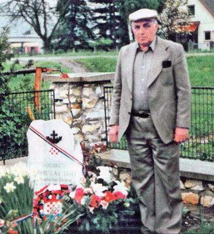 Sulejman Hrle na grobu generala Tomislava Rolfa