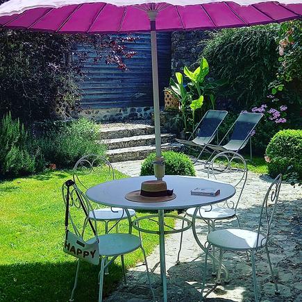Gîte senlis crepy à la campagne avec grand jardin barbecue transat aire de jeux au calme au nord de paris dans l'oise