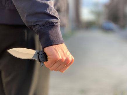 Messerangriff abwehren - effektive Selbstverteidigung mit KRAV MAGA-Techniken