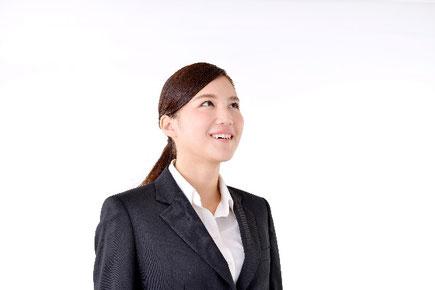 退職理由を会社に伝える女性の画像