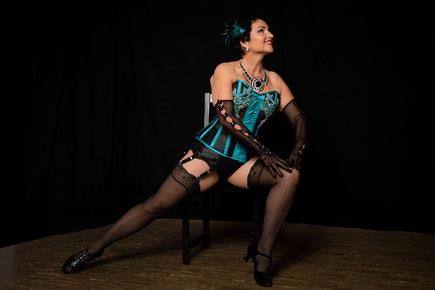 Burlesque online lernen, Kurse und Workshops in München, Burlesqueschule, Burlesque Showgirl Pin-up Striptease Dance in Süddeutschland, Dixie Dynamite's School Of Burlesque®