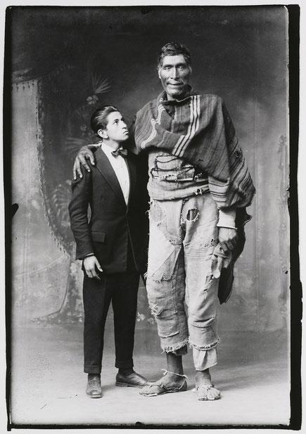 """""""El Gigante de Paruro"""" (1925), Martín Chambi."""