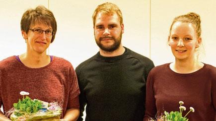 Für ihr besonderes Engagement wurden Anke Schwerdtle (l.) und Michelle Bork von Daniel Boehm ausgezeichnet.