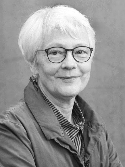 Das Bild zeigt die Herausgeberin Prof. Dr. em. Elsbeth Dangel-Pelloquin.