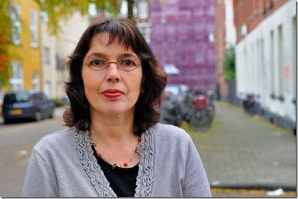 Das Bild zeigt die Autorin Eva Schweikart.