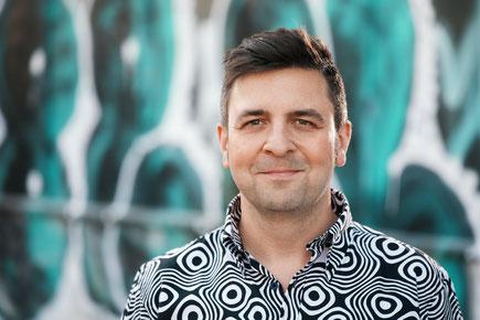 Das Bild zeigt den Autor Wojciech Czaja.