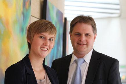 Rebecca Such hat bereits den Landtag zusammen mit dem Abgeordneten Ralf Witzel inspiziert und einen ersten Einblick in den echten Arbeitsalltag gewonnen.