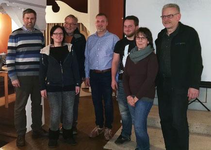 Die Kassenprüfer Kristof Kubitschke (3.v.r.), Erika Fredrich (2.v.r.) Der Vorstand Christoph Benseler, Reni Göhlich, Hartmut Webel, Jens Ludwig, Frank Koschnitzke v.l.n.r.