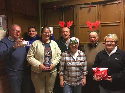 Gewinner des Weihnachtsschießen mit Weihnachtsfrau und Adjutanten