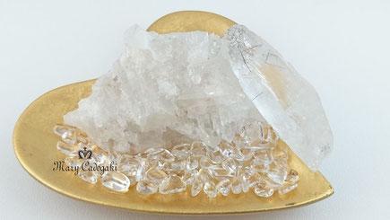 http://www.mary-cadogaki.com/healing-stone-1/cathedralquartz/