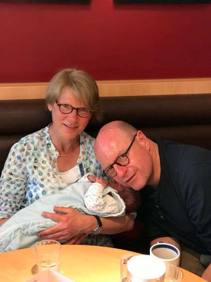 Maria und Markus Lewe mit Enkel Karl