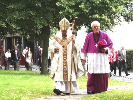 Walter Böcker mit Bischof Felix Genn