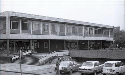 Im ersten Stock links in der Ecke, das war unser Klassenzimmer im Aaseemarkt