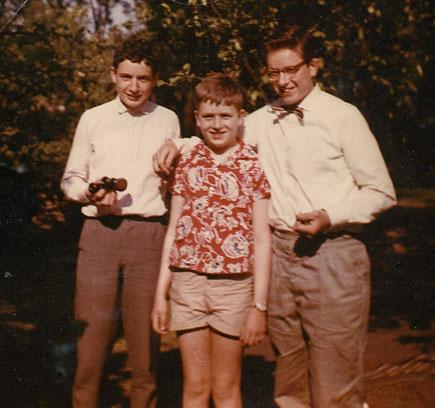 Links Henning mit Brüdern Thomas und Johannes um 1958