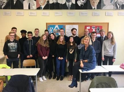 Diskussion über Armut mit Schülern vom Schlaun Gymnasium