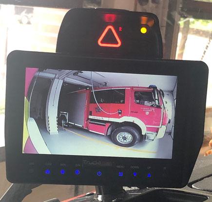 Aufnahme vom Bildschirm des Abbiegeassistenten
