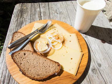 Sehr lecker, der selbst hergestellte Käse der Willersalpe