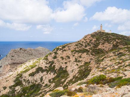 Blick vom Capo Rosso auf den Leuchtturm