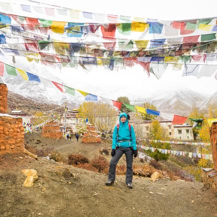 """An der Dorfmauer von """"Ghar Gompa"""""""