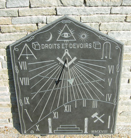 sundial-masonic-symbols--dial-sundials-loiret-donnery-stone-engraved