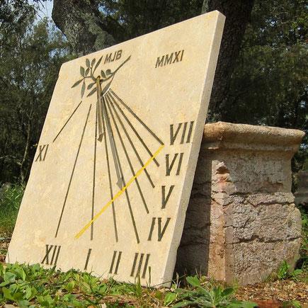 cadran-solaire-pierre-saint-zacharie-var-83-cadrans-solaires-achat-vente