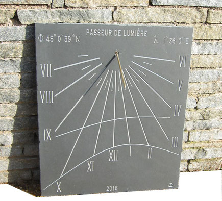 sundial-slate-dial-sundials-vertical-sarrazac-stone-engraved-sale-purchase-facade