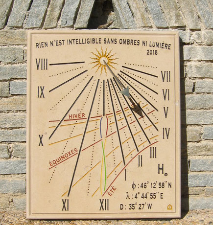 sundial-dial-sundials-chapelle-guinchay-stone-engraved-sale-purchase-facade
