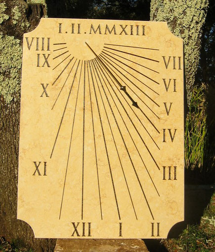 cadran-solaire-cotignnac-var-83-pierre-vertical-cadrans-solaires-vente-achat