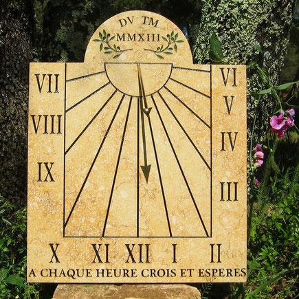 cadran-solaire-neoules-var-83-mural-pierre-cadrans-solaires-vente-achat