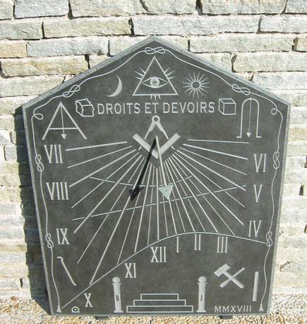 cadran-solaire-tableau-loge-franc-maconnerie-donnery-loiret-symboles