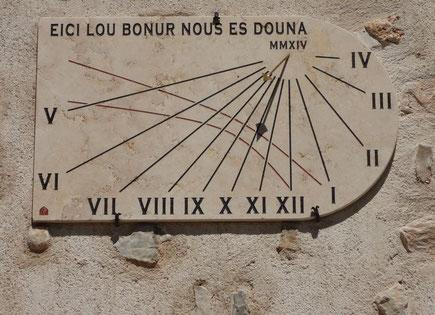 cadran-solaire-draguignan-var-83-facade-pierre-cadrans-solaires-vente-achat