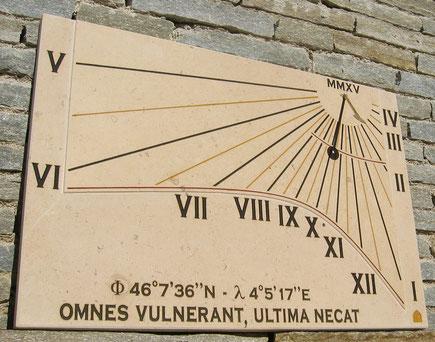 cadran-solaire-pierre-briennon-vertical-cadrans-solaires-vente-achat