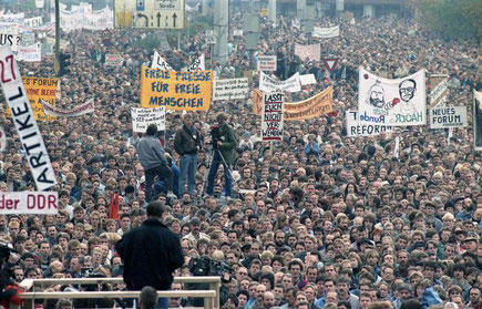 Demonstranten auf dem Alexanderplatz am 4. November 1989